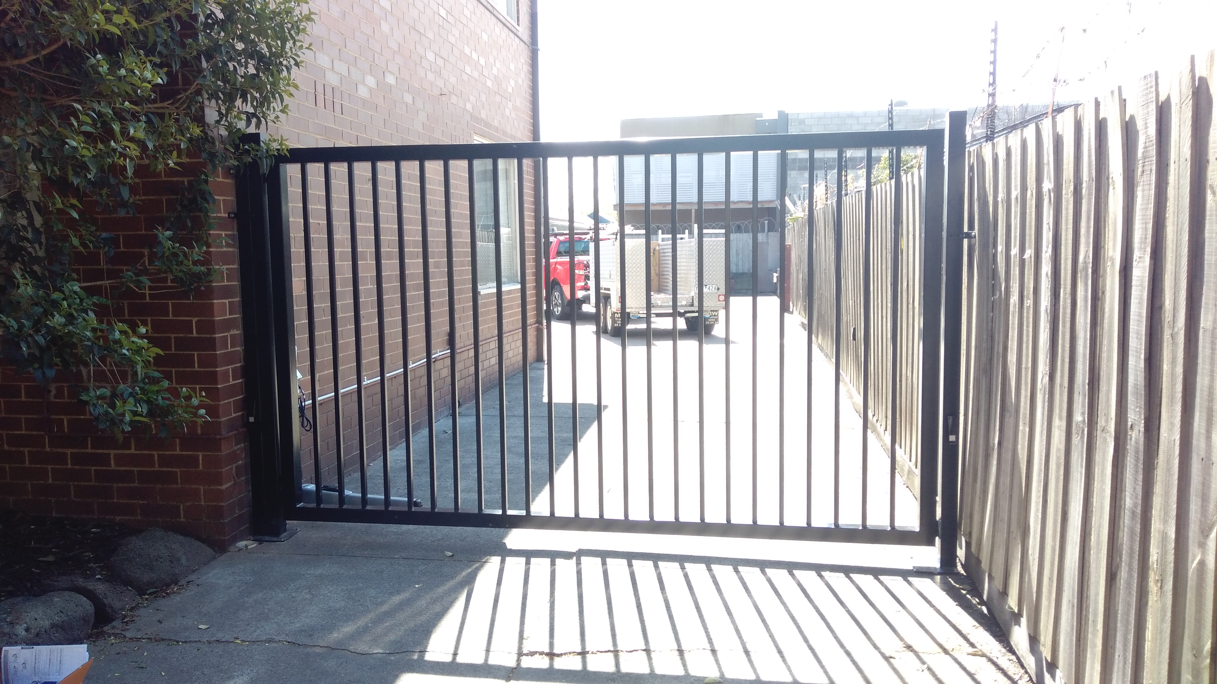 La bayside gates and garage doors new gate install in for Bayside garage doors