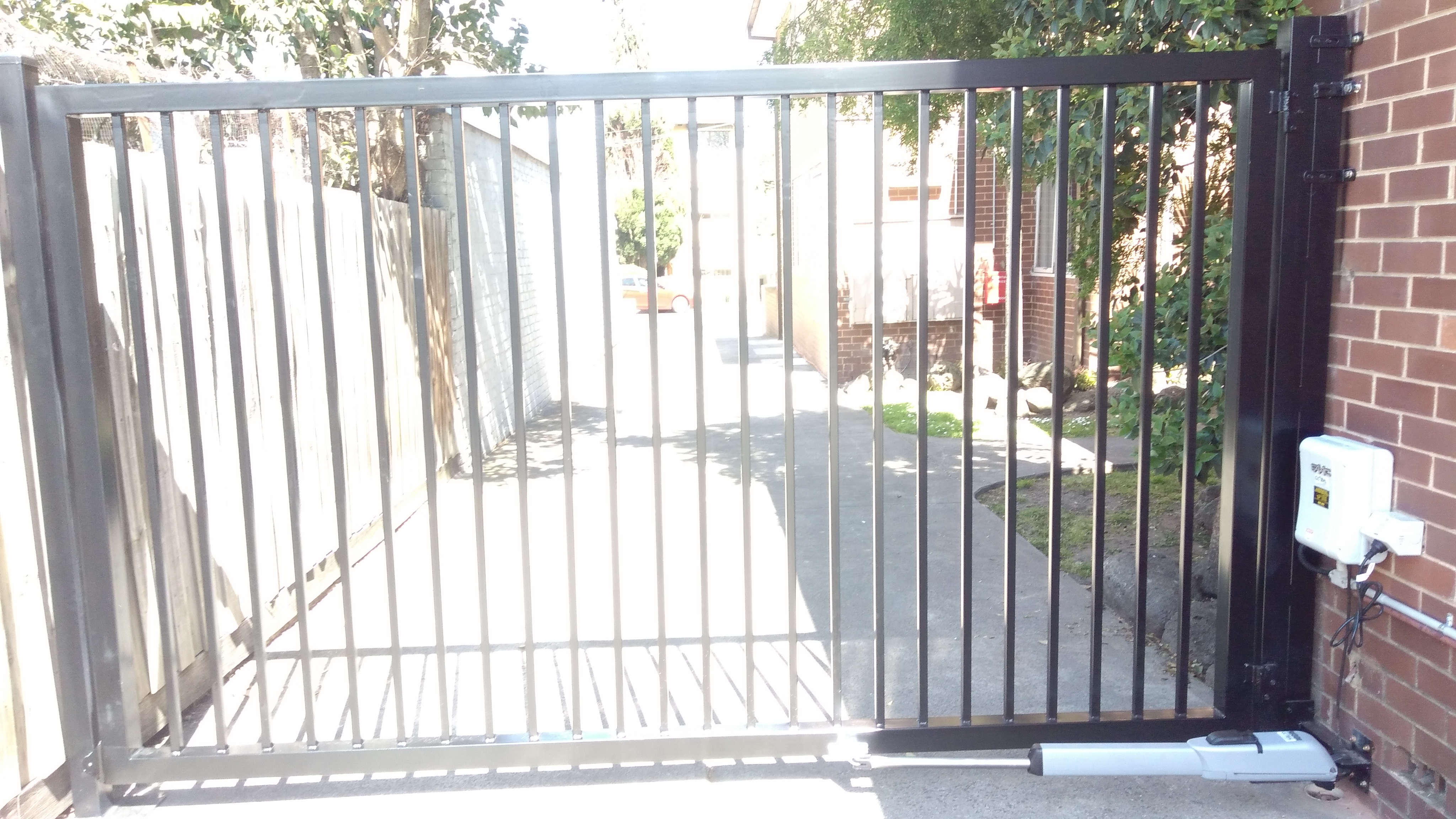 La Bayside Gates And Garage Doors New Gate Install In